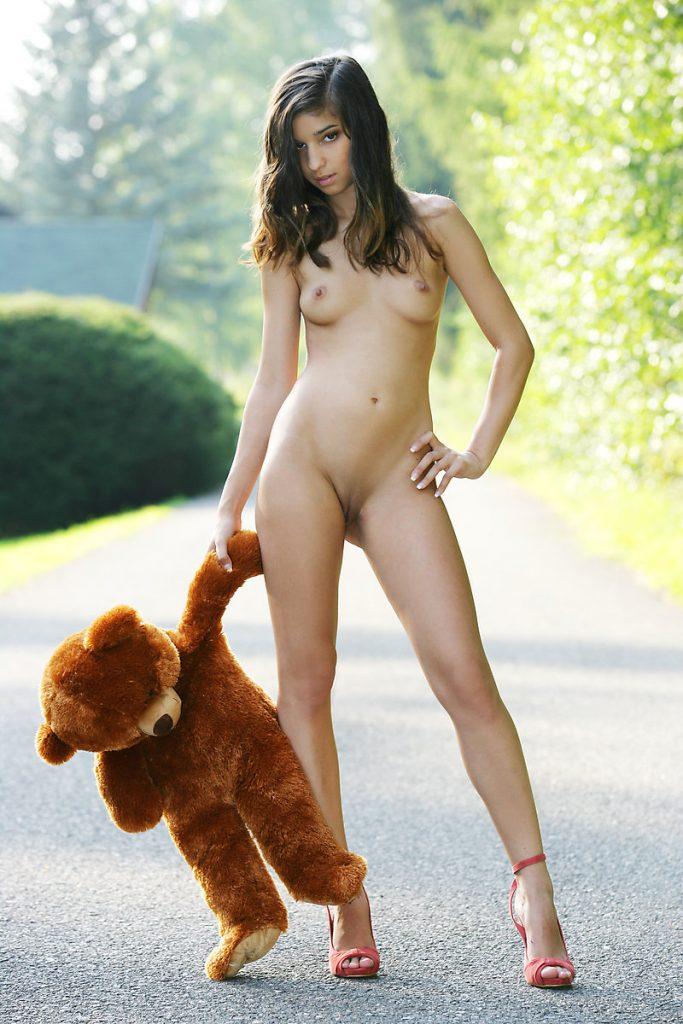 Nika Naked
