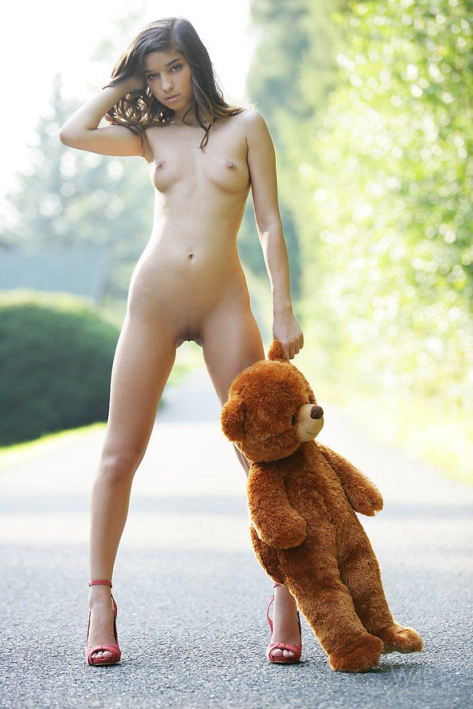 Horny Girl Gets Fingered