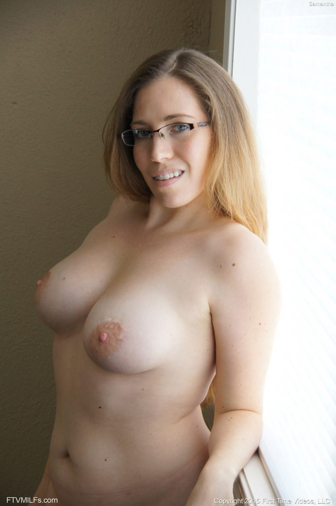 Amatuer Porn Of Women - Amateur porn pics of blonde milf wearing glasses showing off her big tits