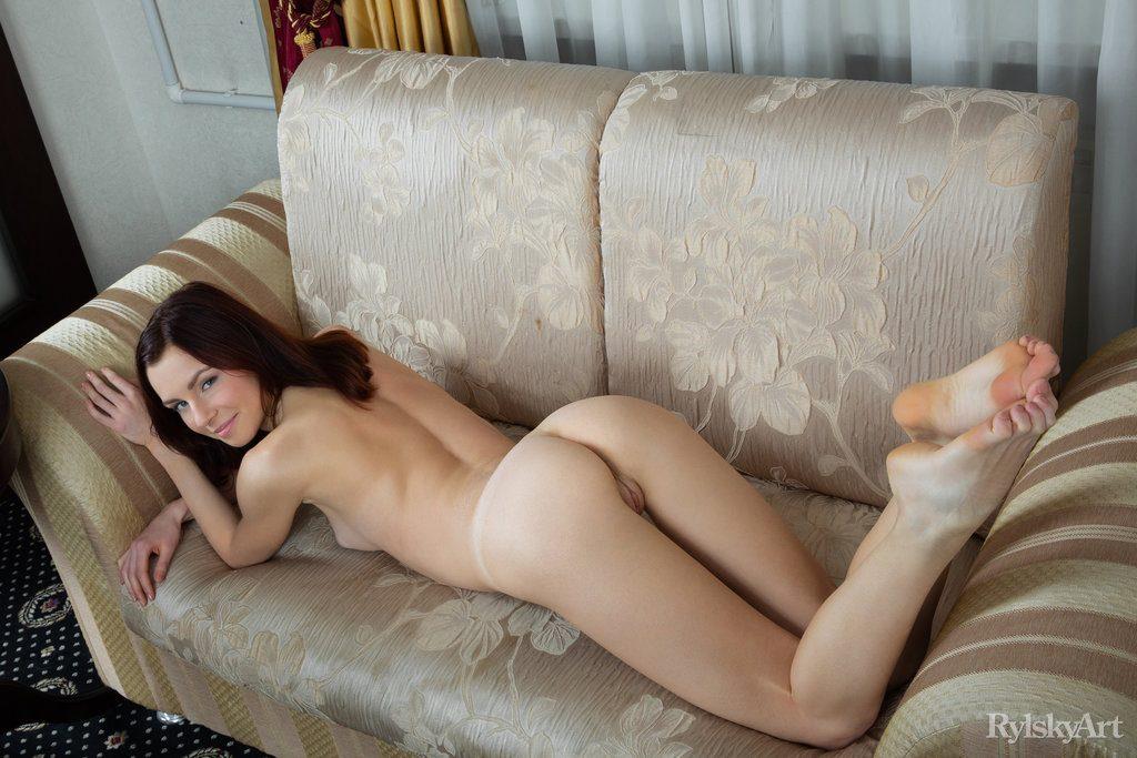 Skinny naked girls