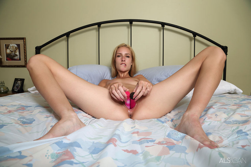 Nude legs