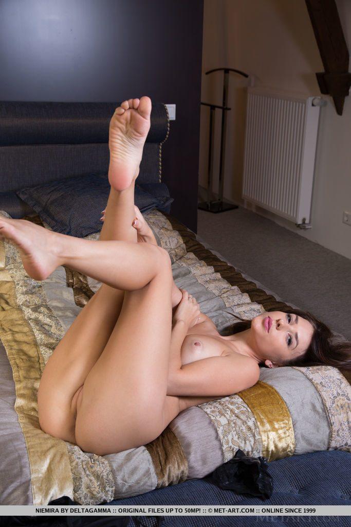 Naked brunette pics
