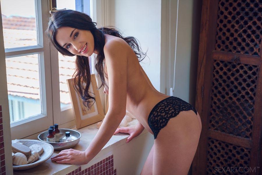 Nude skinny women