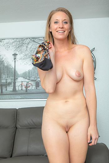 nude blonde amateur